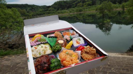 2021/05/26 15:00/☆自然の中で食す 目にも鮮やかなお弁当…(´▽`)☆