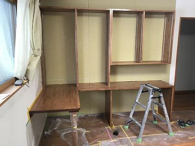 洋室の間仕切り壁工事中!!:画像