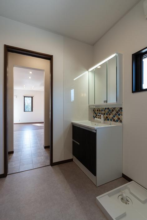 洗面脱衣室 キッチンに直結する動線。