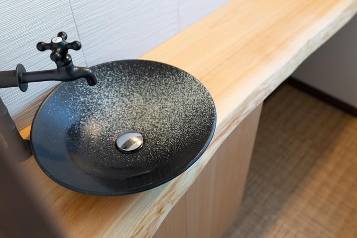 トイレ 檜無垢カウンター