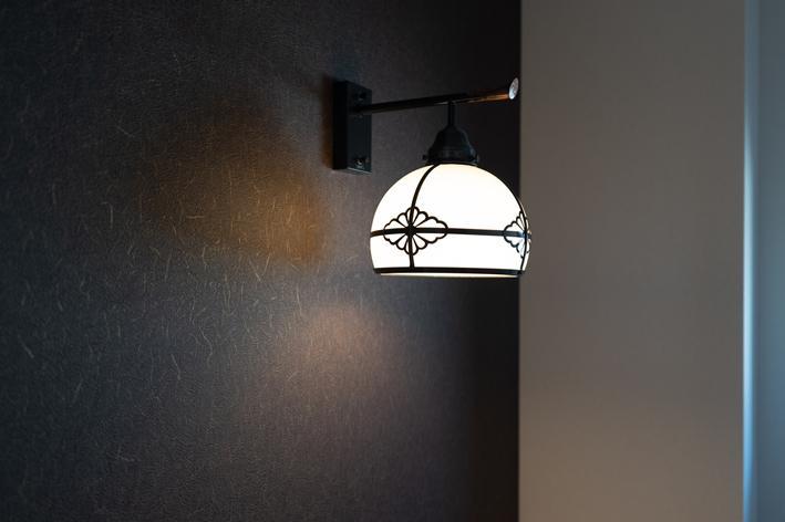 トイレ 大正浪漫なブラケットライト。