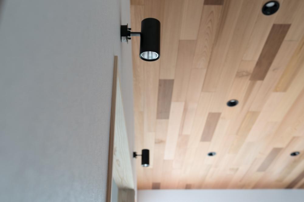 レッドシダー材を使用した勾配天井
