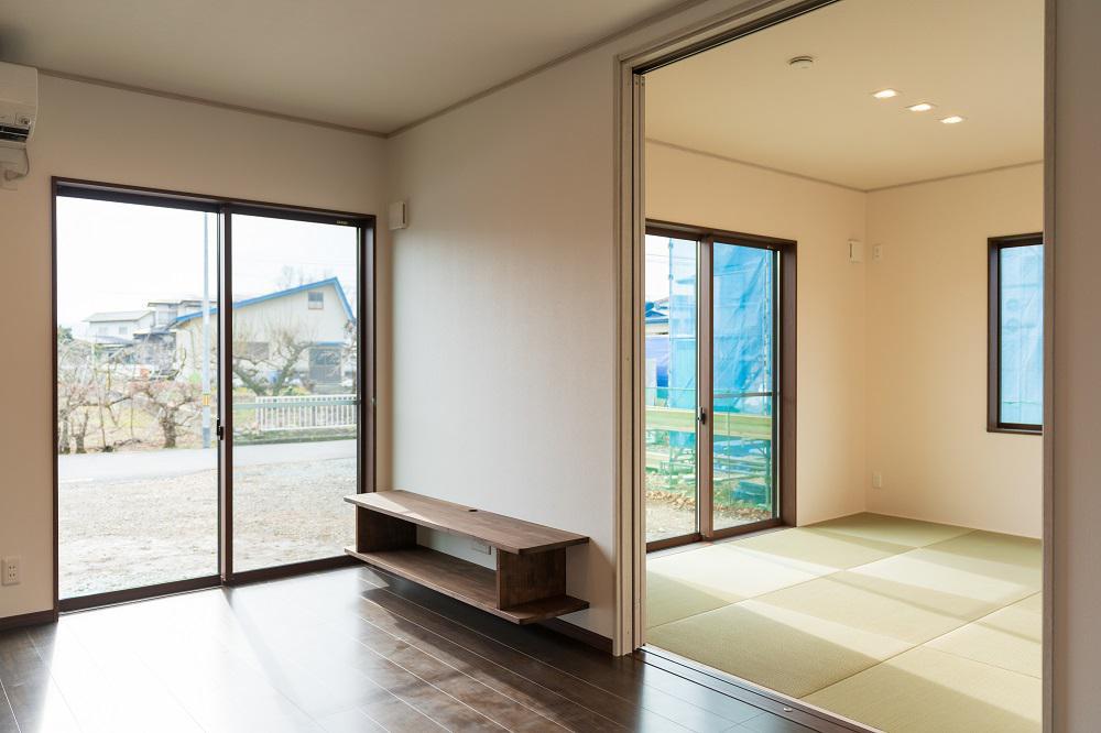 リビング・和室 造作TVボードとペット用フロアー