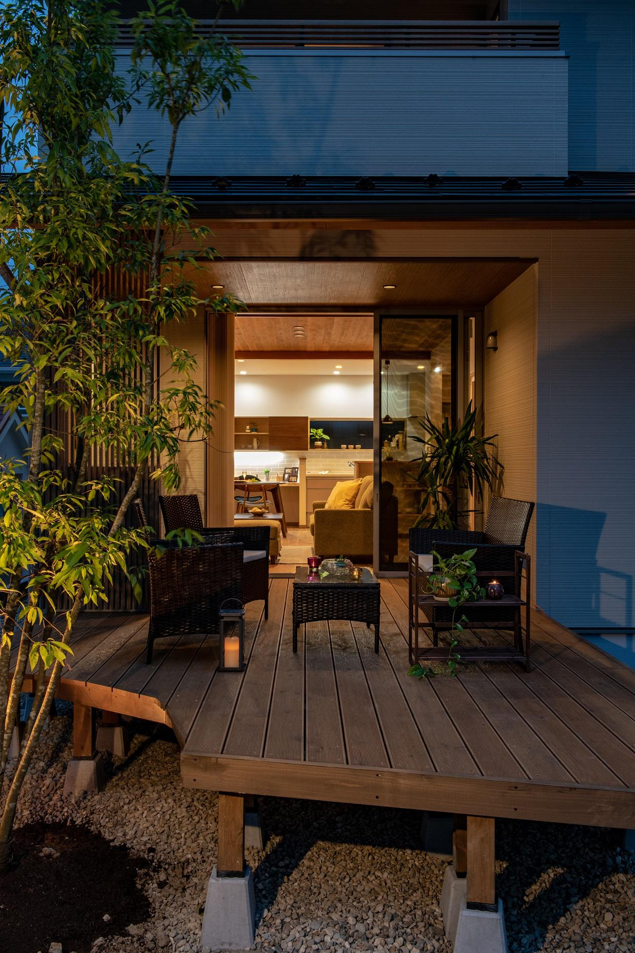 ガーデンシンク付ウッドデッキのあるモデルハウス♪