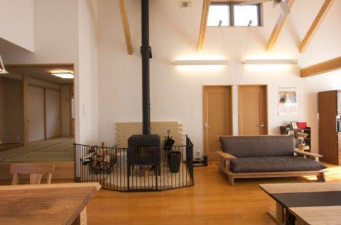 暖炉と高窓:画像
