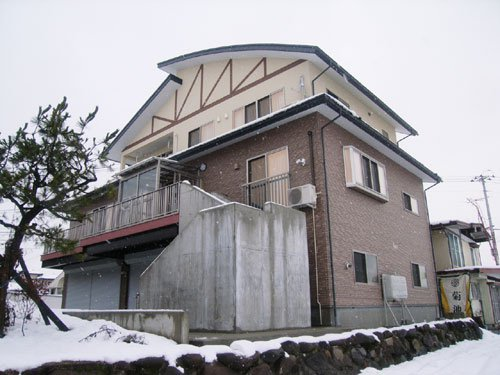 R屋根を採用しビルトインカーポートのある3階建て混構造住宅 / 河北町N様邸:画像