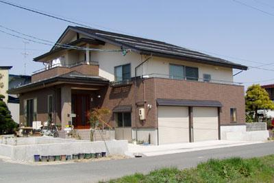 敷地の高低差を利用したビルトインカーポート住宅 / 山形市S様邸:画像