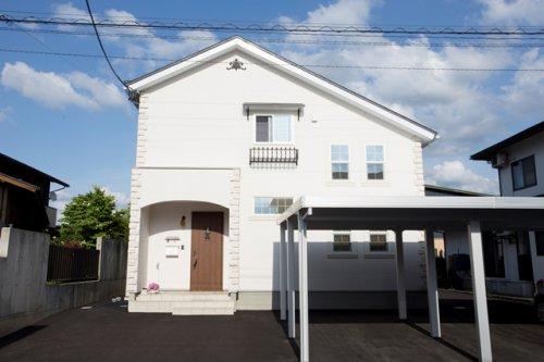 白い外壁の南欧風&環境にやさしい二世帯住宅 / 山形市H様邸:画像