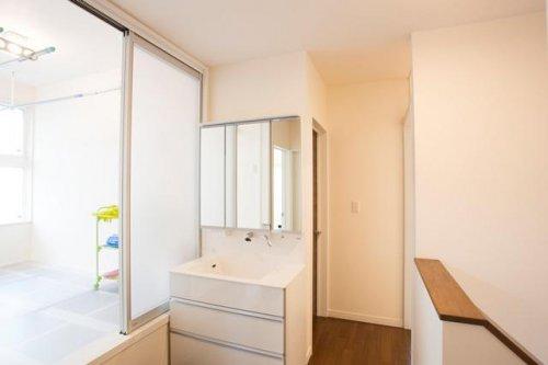 入浴中でも気兼なく使える洗面室:画像