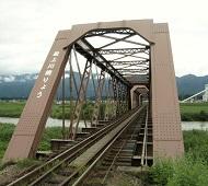 トラス型鉄橋と西山