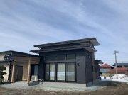 よいいえFREE 重厚感のある色で落ち着いた外観の家:画像