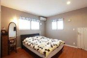 ゆったりとしたスペースの2F寝室:画像