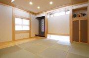 桧柱を使用、床柱は欅を使用した和室:画像