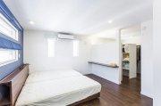 寝室と一体的なウォークスルークローゼット:画像