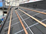 瓦屋根を施工しています!:画像