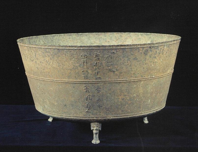 若返り祈願 鋳鉄仏餉鉢(県指定文化財)